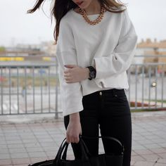 #white #sweatshit #look #black #beanie #ankleboots #goldchains #redlips #camelcoat #streetstyle #fashion #myarmyofclothes #blog #outfit #camelcoat http://myarmyofclothes.blogspot.com.es/