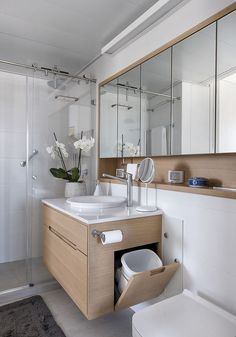 Un apartamento de 50 aprovechado al máximo / XS Studio for compact design Bathroom Design Luxury, Bathroom Layout, Modern Bathroom Design, Bathroom Bin, Washroom, Simple Bathroom Designs, Contemporary Bathrooms, Bathroom Storage, Small Bathroom