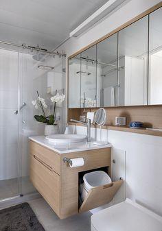 Un apartamento de 50 aprovechado al máximo / XS Studio for compact design Bathroom Design Luxury, Bathroom Layout, Modern Bathroom Design, Small Bathroom, Bathroom Bin, Washroom Design, Simple Bathroom Designs, Contemporary Bathrooms, Master Bathroom