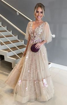 A few years ago nude party dress was a hit in fashion party.Since 2017 as a resounding success of rose, the nude dress ended up. Nude Party Dresses, Dance Dresses, Prom Dresses, Winter Formal Dresses, Party Mode, Nude Dress, Party Fashion, Dress For You, Beautiful Dresses