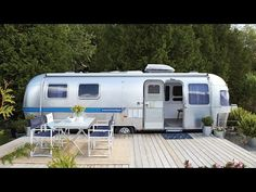 Our smallest home tour yet – a airstream trailer. See how Sean Swayze and Kent Worth transformed a retro airstream trailer from the into a perfect weekend getaway. By replacing the floor, painting the walls and adding modern decor, t Airstream Travel Trailers, Airstream Living, Airstream Remodel, Airstream Renovation, Airstream Interior, Trailer Remodel, Camper Trailers, Airstream Decor, Trailer Interior