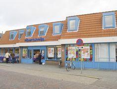 Winkelruimte te huur in Ouddorp. Deze voormalige Albert Heijn is nu per direct te huur. Deelverhuur mogelijk vanaf 400m2.  Reageer online of bel 085-4013999 en kom  geheel gratis en vrijblijvend in contact met de eigenaar.  http://www.huurbieding.nl/huur/winkelpanden/1-00913/ouddorp/molenblok-6-8.html  #winkelruimte #tehuur #ouddorp #albertheijn #huren #ondernemers #gezocht #bieden #huurprijs #huurbieding #nederland #goereeoverflakkee #zuidholland #middelharnis #sommelsdijk