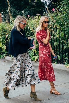 The end of New York Fashion Week means the street style set is poised for its London takeover. One part prim, prep, and punk, the vibe at London Fashion Week London Fashion Weeks, New York Fashion, Uk Fashion, Fashion 2020, Fashion Outfits, Fashion Ideas, Japan Fashion, Hijab Fashion, Style Fashion