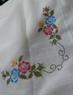 This Pin was discovered by Giu Embroidery Patterns Free, Modern Embroidery, Hand Embroidery Designs, Cross Stitch Embroidery, Crochet Patterns, Cross Stitch Borders, Cross Stitch Designs, Cross Stitch Patterns, Bargello
