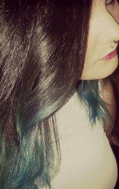 Turquoise dip dye. Septum piercing. Madusa Piercing.