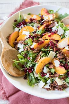 Arugula Peach Salad with Pomegranate and Pecans makes a delicious fresh Thanksgiving salad. If peaches aren't available you can substitute apple or pear. Healthy Salad Recipes, Vegetarian Recipes, Cooking Recipes, Diabetic Recipes, Healthy Food, Thanksgiving Salad, Pomegranate Salad, Large Salad Bowl, Arugula Salad