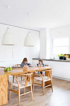kitchen-white-timber-table-oct15