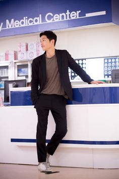Because of my addiction, I have turned our blog into Descendants of the Sun central … (Sorry to the other authors.) If the characters weren't so intriguing and layered and the st…