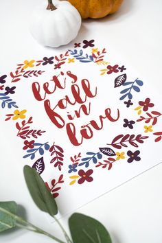 Let's Fall in Love FREE PRINTABLE | Adore this fall in love free fall print, such a cute digital download home decor idea.
