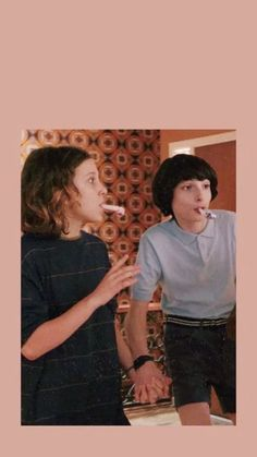 Mileven is real Stranger Things Fotos, Bobby Brown Stranger Things, Finn Stranger Things, Stranger Things Aesthetic, Aesthetic Iphone Wallpaper, Aesthetic Wallpapers, Film Anime, Stranger Danger, Millie Bobby Brown