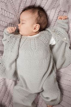 no - mosse hentesett Knitting For Kids, Baby Knitting Patterns, Baby Boy Pictures, Knitted Baby Clothes, Girls Sweaters, Beautiful Babies, Kids And Parenting, Cute Babies, Baby Gifts