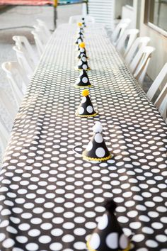 Easy tablecloth and table runner...wrapping paper and party hats!