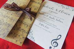 Quale storia d'amore non inizia con una canzone?Spartiti, vinili e fiori di carta per organizzare un matrimonio tema musica.