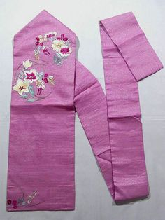 This is a vintage summer Ro Nagoya obi with flower circle of 'Nadeshiko'(dianthus), 'Kikyou'(Japanese bellflower) and 'Hagi'(Japanese bush clover) design, which is embroidered