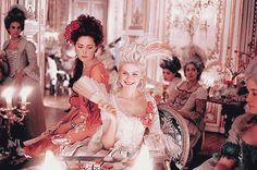 Marie Antoinette (Kirsten Dunst) with her favorite Yolande Martine Gabrielle de Polastron, duchesse de Polignac (Rose Byrne)