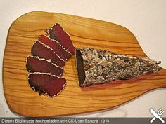 Rindfleisch, getrocknet, ein sehr leckeres Rezept aus der Kategorie Haltbarmache… Beef, dried, a very delicious recipe from the category preserving. Charcuterie, Mozzarella Cheese Sauce, Turkish Flat Bread, Space Food, How To Make Sausage, Hungarian Recipes, Beef Jerky, Meat Lovers, Smoking Meat