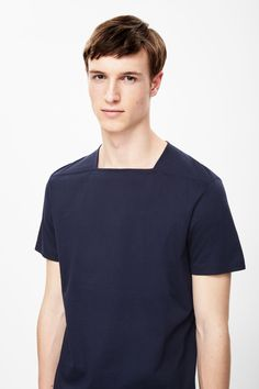 COS Square-neck cotton t-shirt White Fashion, Boy Fashion, Mens Fashion, Fashion Details, Fashion Design, African Men Fashion, Shirt Style, Shirt Designs, Menswear