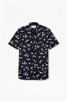 "<ul> <li> Woven short-sleeved shirt in cotton with all-over floral print</li> <li> Buttoned-down collar</li> <li> Chest pocket with button fastening</li> <li> Button-through fastening</li> <li> Curved hem</li> <li> Regular fit</li> <li> UK size M length is 75cm</li> </ul>  <strong>Our model is 6ft 2 with a 37"" chest, 32"" waist and wears a UK size M.</strong>"