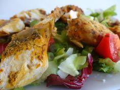Czary w kuchni- prosto, smacznie, spektakularnie.: Soczysty filet z kurczaka podawany na sałatce z do... Salads, Tasty, Meat, Chicken, Food, Beef, Meal, Essen, Hoods