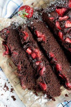 Ciasto czekoladowe Czekoladowe z truskawkami Wegańskie ciast bez jajek