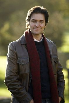 Richard Armitage as Harry Kennedy.  I love the clothes chosen for this role.  The jumpers, and coats with jeans.  Sort of the academic.