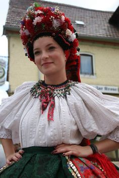 Magyar népviseletek - Sárközi viselet - Dunántúl Costumes Around The World, Hungarian Embroidery, Country Women, Folk Dance, Folk Costume, Ethnic Fashion, Traditional Dresses, Beautiful People, Clothes