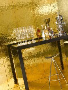 gouden tegels tegen de muur Swimming Pools, House, Colour, Furniture, Decoration, Home Decor, Gold, Swiming Pool, Color