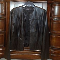 Ladies leather jacket Kasper leather jacket size small to front slit pockets zippers on the sleeves Kasper Jackets & Coats