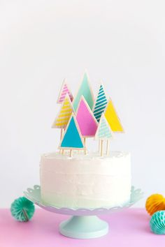 Who needs pie when you can have cake! If you saw my Instagram post here you KNOW my love for cake runs deep ha. So Christmas tree cake toppers it is! This little forest of trees only takes about 10 minutes to make and are just too cute. So embrace the christmas cake this year