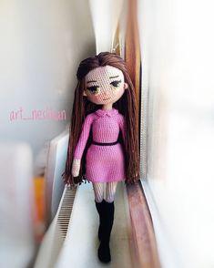 İyi akşamlar, bana kalan son pozu da kullanayım, aslında bu bebek ve kıvırcık saçlı Alice bebek Belçika'ya gitti bile,ben fotoğraflarını görünce çocuklarla birlikte inanılmaz mutlu oldum. . . İp:Alize diva Tığ:1,75 . . #amigurumi #amigurumiaddict #amigurumilove#amigurumidoll#hook#ganchillo#crochetdoll#knit#crochet#alize#handmade#oyuncak#sağlıklıoyuncak#virka#like4like#insta#