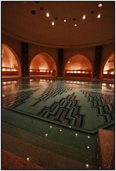 41 super Ideas for bath house spa dreams Roman Bath House, House Bath, Best Bath Bombs, Mirror House, Luxury Pools, Turkish Bath, Bathroom Interior Design, Swimming Pools, Spaces