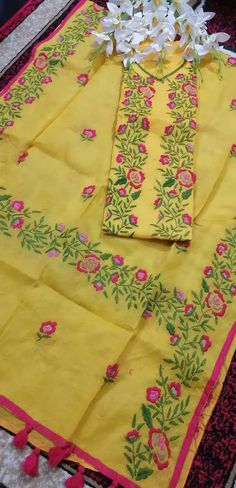 Embroidery Suits Design, Hand Embroidery, Embroidery Designs, Single Flowers, Fabric Painting, Painting Techniques, Hand Stitching, Fashion Dresses, Quilts
