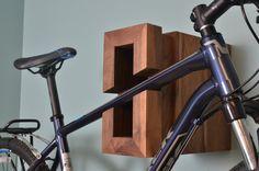 Porte-vélos de bois moderne par IndustrialFarmHouse sur Etsy