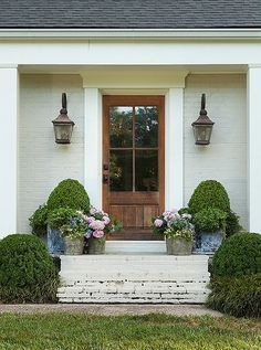 """Excellent Photo Farmhouse Front Door steps Concepts Interior designers often refer to art as """"the jewelry of the home,"""" but as it pertains to enhanc Front Door Awning, Front Door Plants, Front Porch Steps, Wood Front Doors, Front Door Decor, Country Front Door, Front Porch Planters, Door Entryway, Entry Doors"""