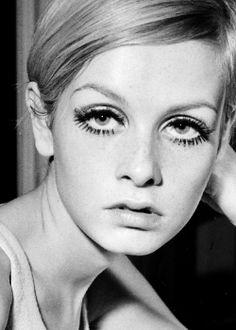 Twiggy -1960s mod fashion & beauty, Twiggy hair, Twiggy eyes, Twiggy beauty, 1960s models