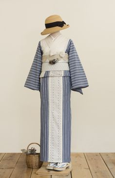 ビブヨーク着物(Anne・アン) | 着物、浴衣 さく研究所 Kimono Japan, Japanese Kimono, Traditional Kimono, Traditional Dresses, Furisode Kimono, Modern Kimono, Kimono Design, Japanese Costume, Summer Kimono