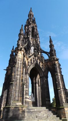 Sir Walter Scott Monument in Edinburgh Scott Monument, Tower Bridge, Brooklyn Bridge, Edinburgh, Places, Lugares