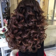Do you have short and thinning hair? You definitely need some hair extensions to enhance the length and volume of your crowning glory. Curls For Long Hair, Curly Hair With Bangs, Long Curly Hair, Big Hair, Hairstyles With Bangs, Pretty Hairstyles, Wedding Hairstyles, Love Hair, Great Hair