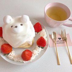 Pretty Cakes, Cute Cakes, Yummy Cakes, Cute Desserts, Dessert Recipes, Comida Picnic, Kawaii Dessert, Japan Dessert, Cafe Food