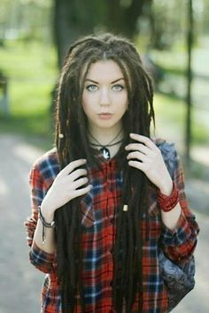 Beautiful thick long dreads - I hope mine will look like this one day!!