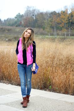 Casual fall weekend style: Fuchsia vest, jeans, black t-shirt, ankle boots