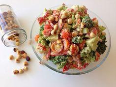 lidt om alt - og meget om mad: broccolisalat i avocadomayo