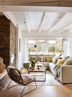 En 80 metros. Salón, comedor y cocina forman un único ambiente que ocupa la mitad del piso.