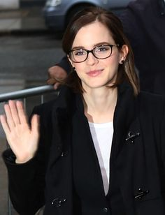 13 Celebs Who Look Gorgeous In Glasses - Daily Makeover