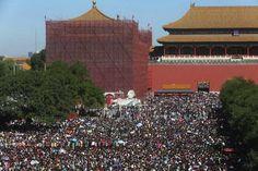 Während der sogenannten Golden Week (vom 1. bis zum 7. Oktober) ist überall in China total von Massentouristen überlaufen und es ist absolute nicht empfehlenswert, in diesem Zeitraum nach China zu reisen!