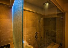 """The Thomas Wolfe bathroom features a ceiling mounted shower and ceiling-filling """"roman bath""""."""