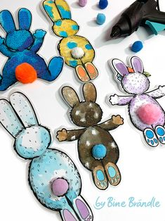 Rabbit Garland - Bines Shop - Template_Hasen__Deko_Laminieren_Bine_Brändle You are in the right place about christmas crafts - Popsicle Stick Crafts, Craft Stick Crafts, Diy And Crafts, Bunny Crafts, Easter Crafts, Christmas Crafts, Parrot Craft, Peek A Boo, Rabbits