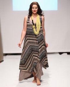 Αμάνικο φόρεμα με boho-chic έμπνευση — mat. XXL sizes