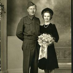 12 Vintage Wedding Pics That Make Us Nostalgic For Old-Fashioned Love Vintage Wedding Photography, Vintage Wedding Photos, Vintage Bridal, Wedding Trends, Wedding Couples, Wedding Pictures, Vintage Weddings, Wedding Styles, Vintage Photos