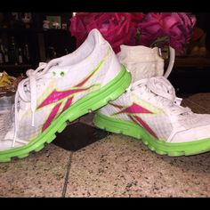 Reeboks Reebok lightweight running shoes...like new condition Reebok Shoes Athletic Shoes